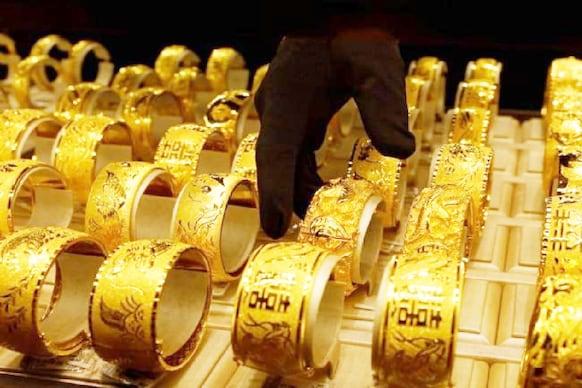 Gold Loan: నిమిషాల్లో లోన్ కావాలా..అయితే వివిధ బ్యాంకులు అందిస్తున్న గోల్డ్ లోన్ రేట్లివే.