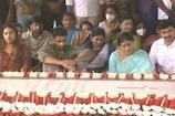 YS Sharmila: వైఎస్ సమాధి వద్ద షర్మిల పార్టీ జెండా.. ఇడుపులపాయలో ప్రార్థనలు..