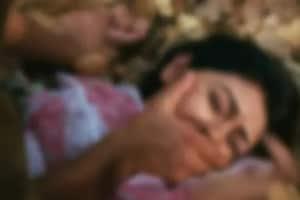 మహిళా పోలీసుపై సాముహిక అత్యాచారం.. నిందితుడి తల్లి కూడా అరెస్ట్.. బర్త్డే పార్టీ కోసమని..