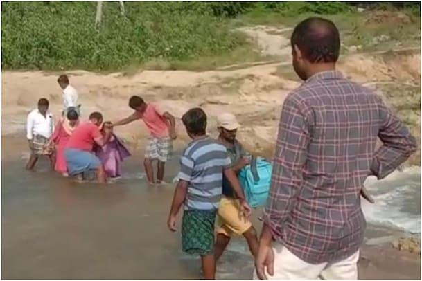 AP Villages: తుఫాన్ విరుచుకుపడి ఏడాదైంది..! ఇంకా ఆ గ్రామాలను వీడని భయం..